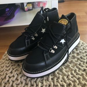 CONVERSE BOOTS BRAND NEW